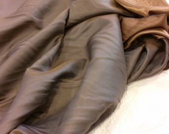 Satin lining in viscose rayon, iridescent cocoa - bistre. Width 1.60 m.