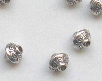 30 pearls tops decorated with Tibetan style silver metal