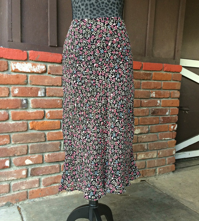 b2a200f84120e6 Ann Taylor Floral Maxi Skirt / Black and Pink Floral Midi   Etsy