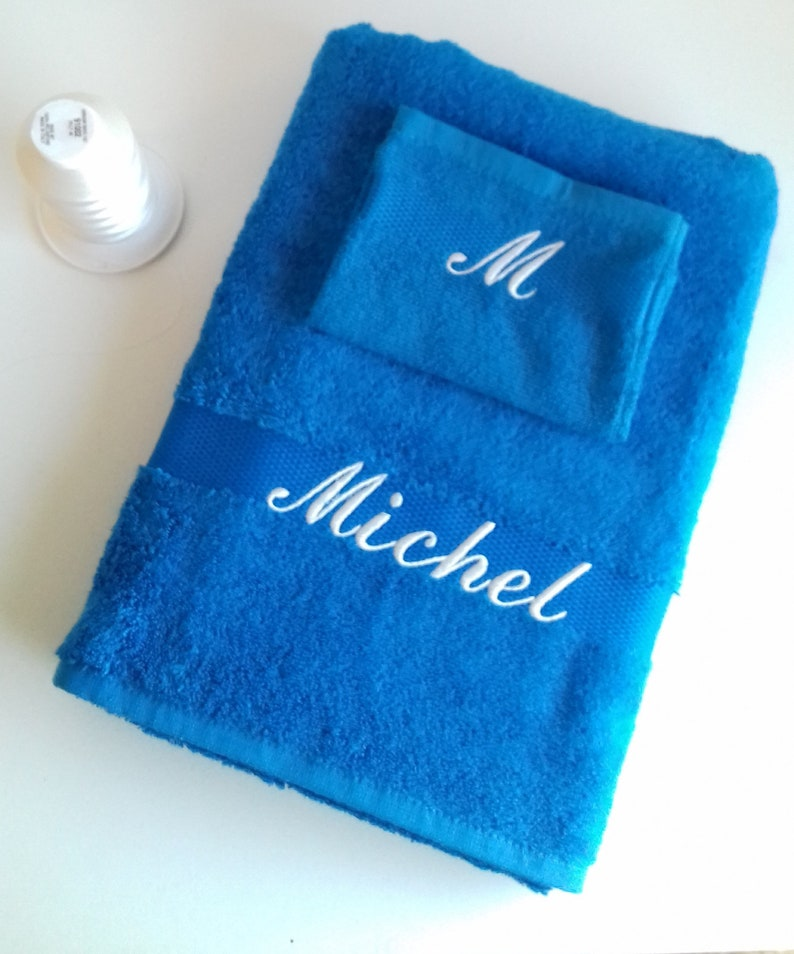 Bath towel with matching glove embroidered with first name image 0