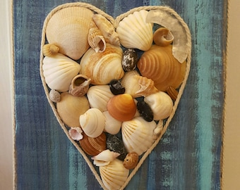 Small frame heart shells on wooden base (Made in Lacanau)