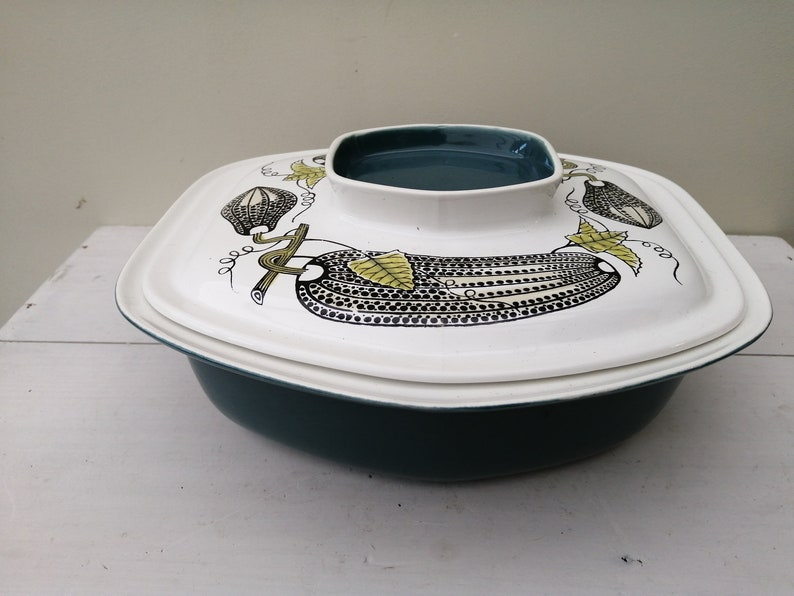 Stunning large retro Lucullus covered casserole dish by Poole Pottery of England Oven to table ware Designed in 1962 by Robert Jefferson