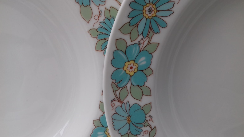 Made in Italy pottery stamp with a lovely blue flower pattern. 4 Lovely Vintage Retro Richard Ginori bowlsdishes