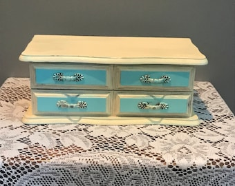 Vintage Shabby Chic Jewlery Chest