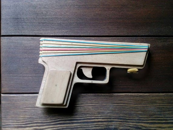 holz spielzeug pistolen holz pistole spielzeug waffe gummi etsy. Black Bedroom Furniture Sets. Home Design Ideas