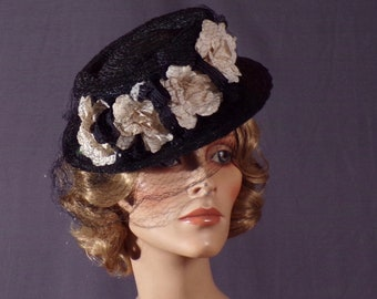 a6abe6b06c476 Vintage 1940s Hat - Dramatic - Floral - Art Deco - Mary Poppins - Girl  Friday - Film Noir - Femme Fatale - Veil -