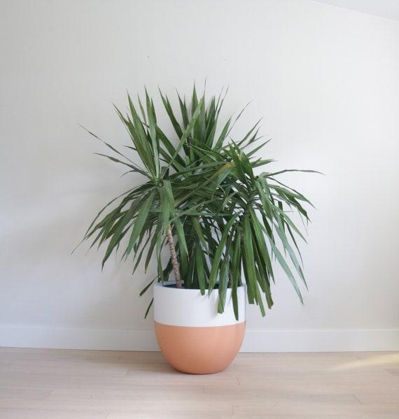 Indoor /& Outdoor Modern Lightweight Hand Painted Planters Minimalist Shape Large Planter Plant Pot Matte Grey Planter Pot