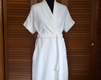2b62506bbe Vintage Vanity Fair White Cotton Terry Short-Sleeve Robe - Beach Cover-up -  Pool Cover-up - Spa Robe - Size M