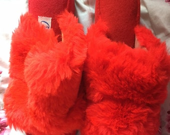 e078d9418453 Vintage Womens New Size 5 Red OOmphies Fuzzy Small Heel Slippers