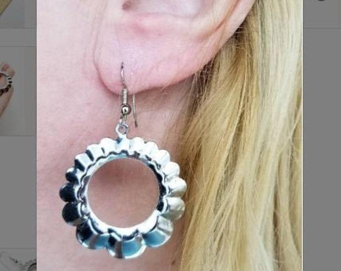 Vintage Lightweight Dangle Segmented Thin Silver Pierced Hoop Earrings 1.5 Inch Hippie Boho Hoops