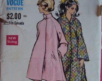 "Vogue 7710 vintage 60's  pattern for robe / coat- size 12 bust 34"" - uncut factory fold"