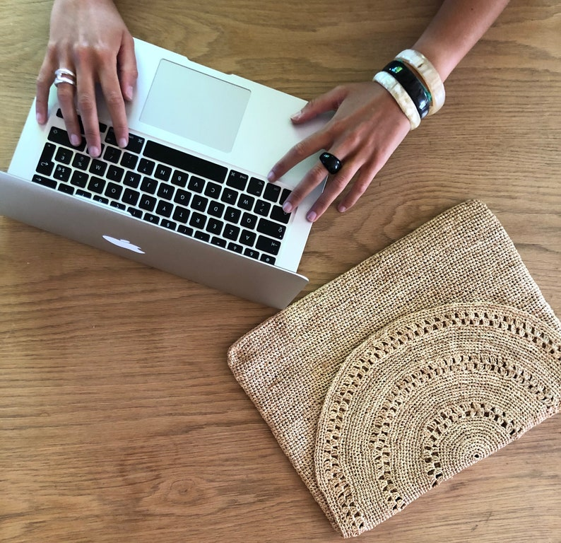 Handmade computer pouch in trendy and solidary natural raffia image 0