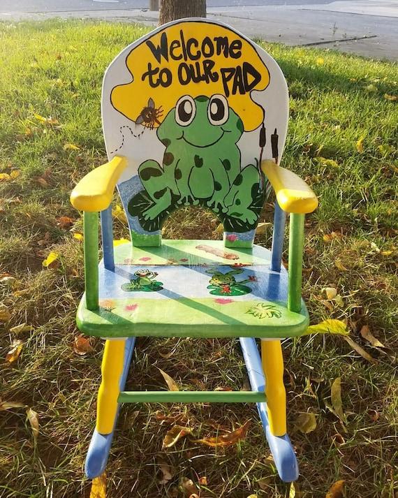 adorable la main peint grenouille sur fauteuil bascule pour enfants pad - Fauteuil Grenouille