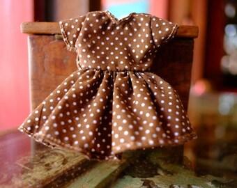 Polka-dot brown dress for neo blythe