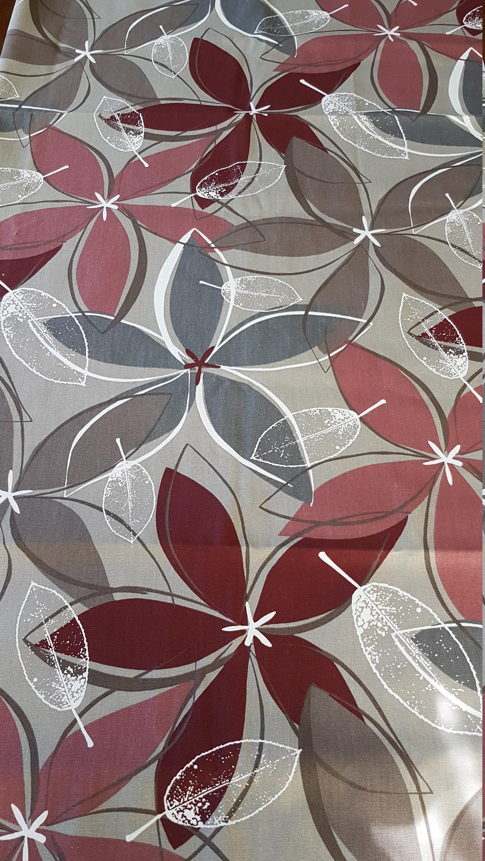 951c5893dc70e Tissu morceau en coton imprimé gris rouge gros morceau Tissu en parfait  état bcfb64