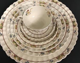Spode Cowslip China  7 Place Settings