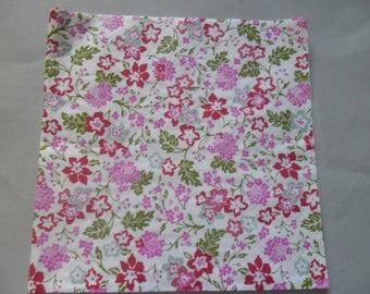 1 white napkin with flowers 33 x 33 cm