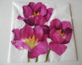 1 white napkin with red tulips 33 x 33 cm