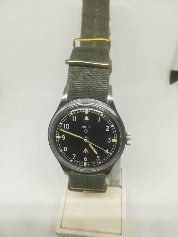 Vintage military Smiths W10 wristwatch - image 5