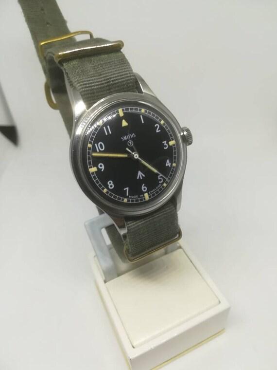 Vintage military Smiths W10 wristwatch - image 9