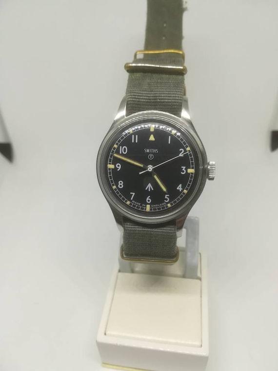 Vintage military Smiths W10 wristwatch - image 2