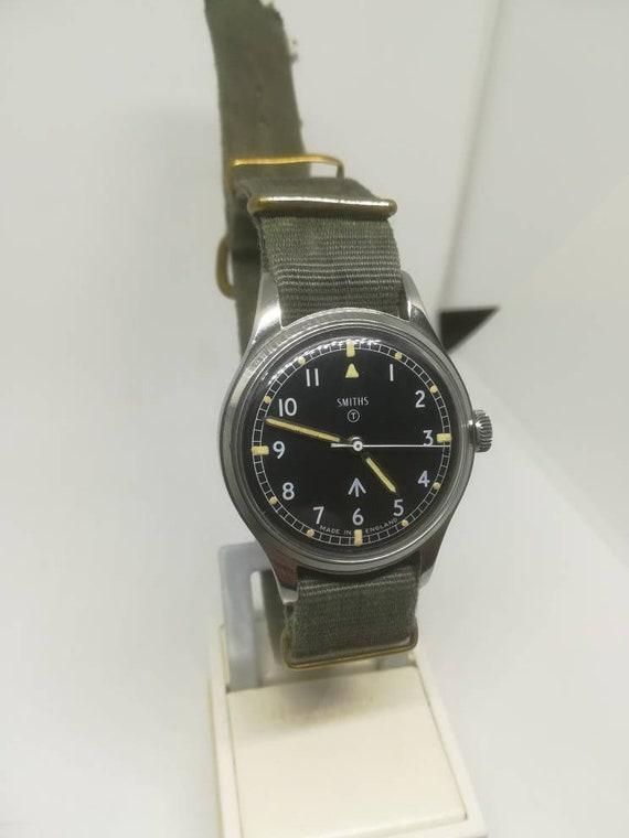 Vintage military Smiths W10 wristwatch - image 6