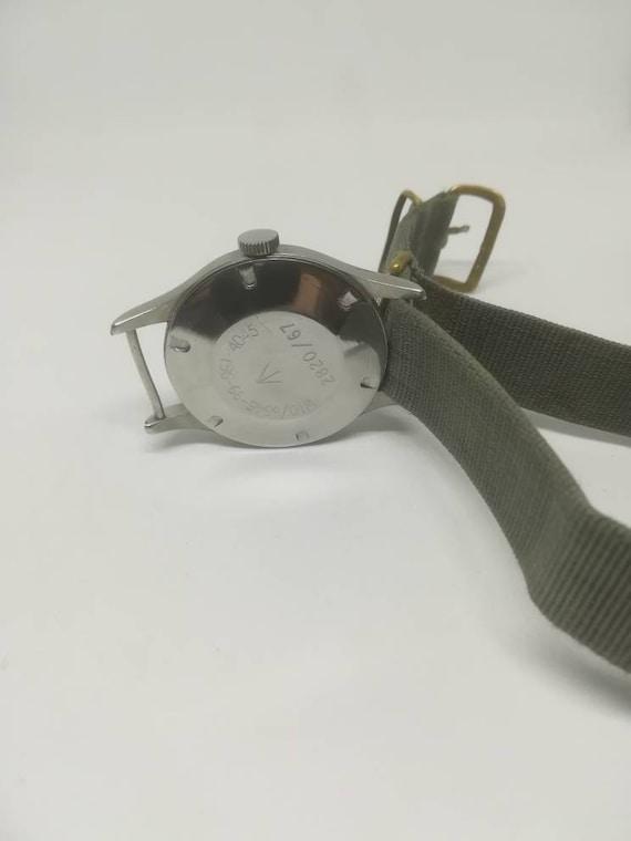 Vintage military Smiths W10 wristwatch - image 4