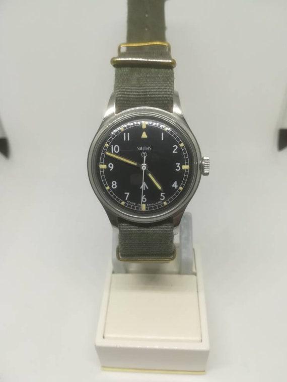 Vintage military Smiths W10 wristwatch - image 3