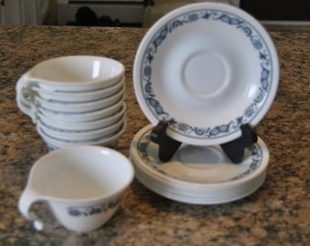 Old Town Blue Onion Corning Corelle Livingware Open Hook Handle Cup and Saucer Lot of (8) Eight
