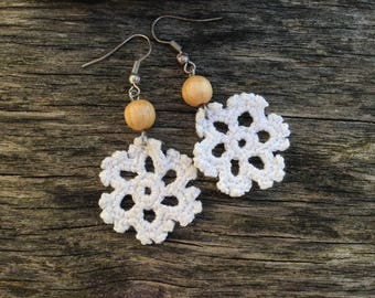 Earrings snowflake crocheted cotton