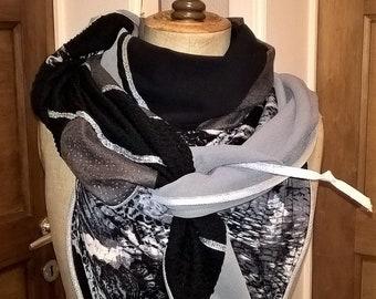 Large triangular scarf