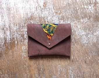 Ethnic coin purse with leather and wax (Brown, yellow, dark green)