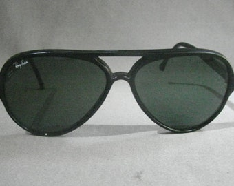 f092ae6cd0f437 Vintage Rayban Aviator Sunglasses - 5000 French Frame -Saks Case