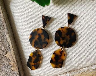 Tortoise geometric earrings / tortoisw earrings / acetate earrings / brown earrings / geometric jewelry / statement earrings