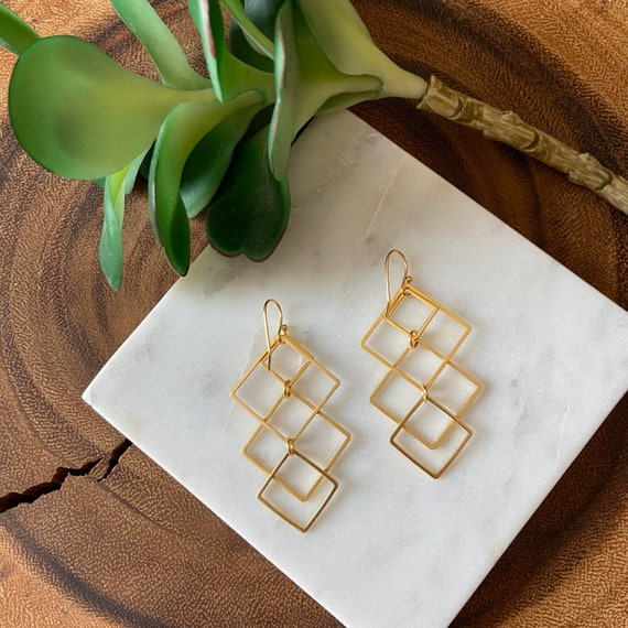 Overlapping squares earrings