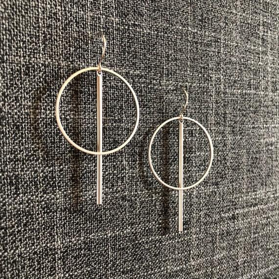 Silver circle bar earrings- medium