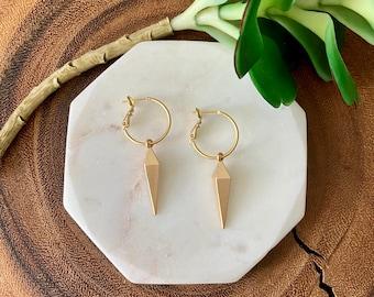 Matte gold pyramid point earrings / kite earrings / gold earrings / geometric earrings / modern earrings / minimalist earrings