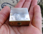 Tiny Vintage Trinket Box with Mother of Pearl Shell Lid and Gold Toned Metal Base, Sold As Is, Scratching on the Bottom 278 42519