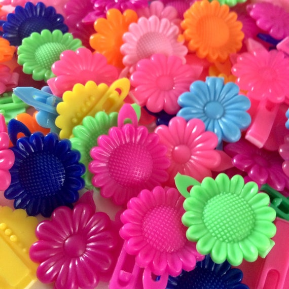 Vintage 1990s colorful plastic flower power barret