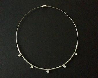 Silver tone rhinestone wire choker.