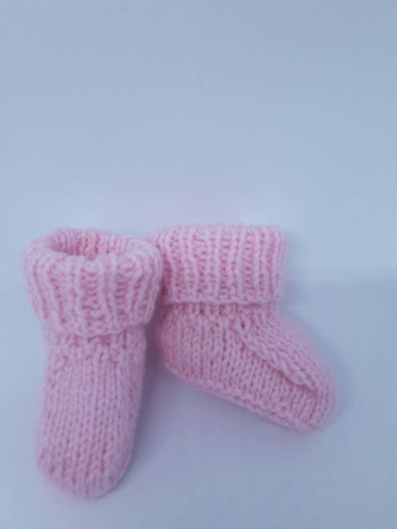 Hand Knitted Baby chaussons rose 0-6 mois