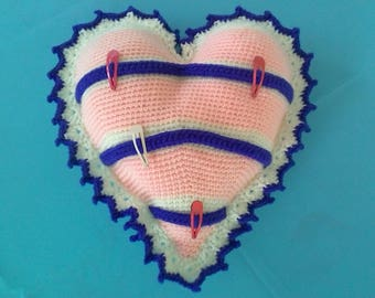 Porte barrettes en forme de coeur réalisé au crochet