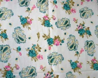 White fabric with patterns of Turquoise and pink flowers, arabesques, polyester, 110 cm width.