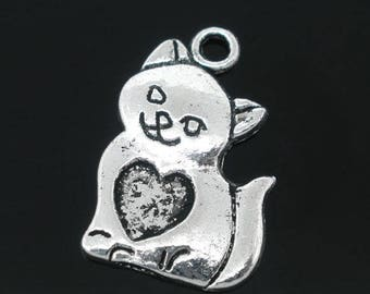Pretty sitting and smiling cat charm.
