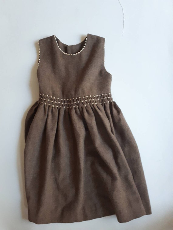 3/4-year-old vintage brown dress and elegant and c