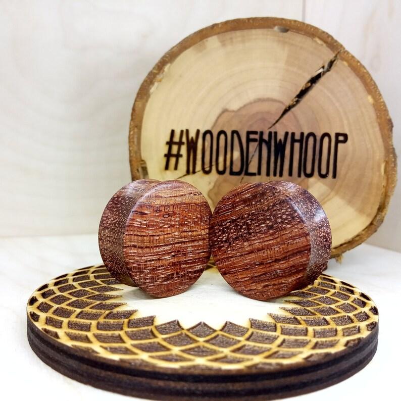 Red wood ear plugs - Wooden ear gauges - Double flared plug earrings and  gauge - Body Jewellery - Custom wood ear jewelry Earplugs Bubinga