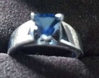 Sterling silver ring with Sapphire stone