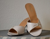 Vintage cream beige leather mules 70s does 50s 6