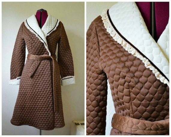 Vintage 1960's 70s quilted dressing gown // robe n