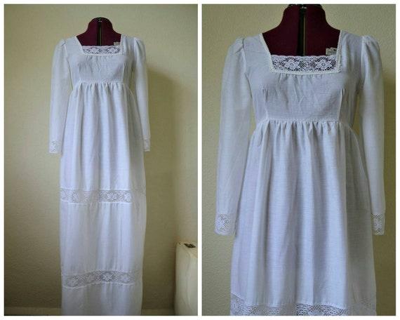 Vintage 70s white prairy dress maxi dress // boho